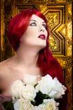 Femme gothique, concept de foi. Cheveu rouge Image libre de droits