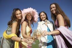 Femme grillant Champagne Photographie stock libre de droits