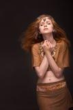 Femme habillée comme Amazone Photographie stock