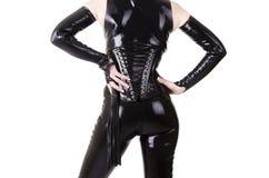 Femme habillée dans des vêtements de dominatrix Images libres de droits