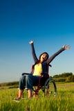 Femme handicapé sur le fauteuil roulant Image libre de droits