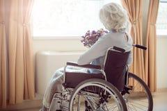 Femme handicapée étant maison Photographie stock libre de droits