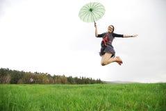 Femme heureuse à l'extérieur Photographie stock libre de droits