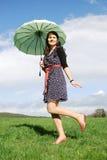 Femme heureuse à l'extérieur Image libre de droits