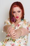 Femme heureuse avec le lollypop Image stock