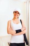Femme heureuse avec le sac de tennis photos libres de droits