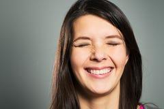 Femme heureuse avec un sourire de lancement Photo libre de droits
