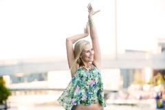 Femme heureuse blonde Photographie stock libre de droits