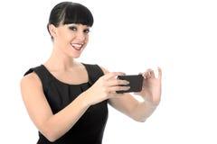 Femme heureuse décontractée de veine prenant un autoportrait au téléphone portable Photos stock