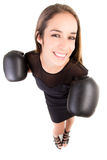 Femme heureuse d'affaires de boxe. Photo stock