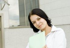 Femme heureuse d'affaires de verticale Image stock