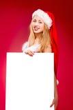Femme heureuse dans le chapeau d'aide de Santa Photographie stock