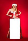 Femme heureuse dans le chapeau d'aide de Santa Photos libres de droits