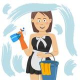 Femme heureuse dans les gants nettoyant la fenêtre avec le jet de détergent Photographie stock libre de droits
