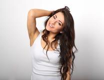 Femme heureuse de bel amusement positif dans la chemise blanche avec le SM toothy Photo stock
