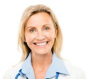 Femme heureuse de médecin d'isolement sur le fond blanc Images libres de droits