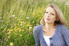 Femme heureuse en nature Images stock