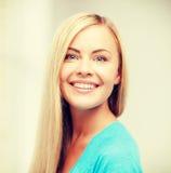 Femme heureuse et souriante Photos stock