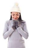 Femme heureuse faisant un souhait ou priant en chute ou hiver photo libre de droits