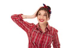 Femme heureuse recherchant pour dégrossir main sur la tête image stock