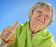 Femme heureuse supérieure avec les poils gris. Images stock