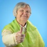 Femme heureuse supérieure avec les poils gris. Images libres de droits