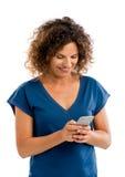 Femme heureuse texting photo libre de droits