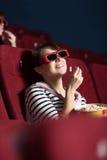 Femme heureux au cinéma Image libre de droits