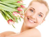 Femme heureux avec des fleurs Photographie stock
