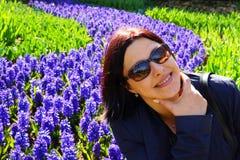 Femme heureux avec des lunettes de soleil Photographie stock