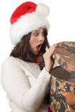Femme heureux avec le cadeau de Noël image stock