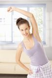 Femme heureux s'exerçant en matin Photos stock
