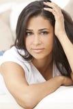 Femme hispanique pensif de belle fille jeune Photos libres de droits