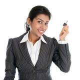 Femme indienne avec la clé de propriété Photographie stock libre de droits