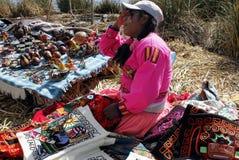 Femme indigène d'Uros, Pérou Photographie stock