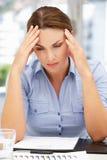 Femme inquiétée d'affaires Image stock