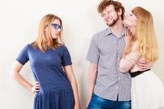 Femme jalouse avec les couples heureux Image stock