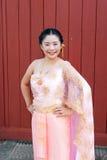 Femme/jeune mariée dans le costume thaïlandais de mariage Photos stock