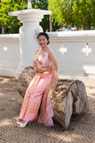 Femme/jeune mariée thaïlandaises dans le costume thaïlandais de mariage Images libres de droits