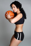 Femme jouant au basket-ball Photos libres de droits