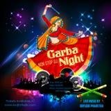 Femme jouant Dandiya en affiche de Garba Night de disco pour le festival de Navratri Dussehra de l'Inde Photographie stock