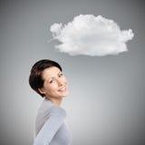 Femme joyeuse souriante avec le nuage Image stock