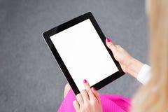 Femme à l'aide de l'ordinateur de tablette Photos stock