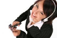 Femme la coupant par la carte de crédit Images libres de droits