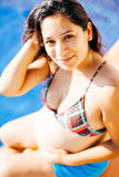 Femme latine enceinte de jeunes Photographie stock libre de droits