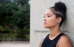 Femme latino-américaine réfléchie de hippie photos libres de droits