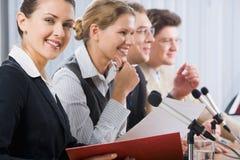 Femme lors d'une conférence Images stock