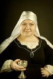 Femme médiéval avec le gobelet Image stock