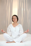 Femme méditant Image stock