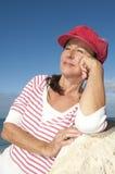 Femme mûr attirant Relaxed extérieur Photo libre de droits